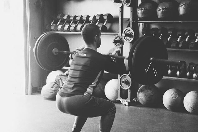 We're going all out with squats today!  Workout of the day For time w/ Partner: 100 air squats 80 wall balls (20/14) 60 back squats (135/95) 40 front squats (155/105) 20 overhead squats (185/125) • • • #cfcm #cfcmmen #crossfit #fitness #functionalfitness #howardcountyfitness #squats #workout #workoutoftheday