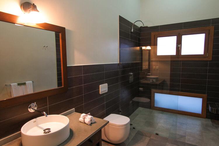 beautiful bathroom set up