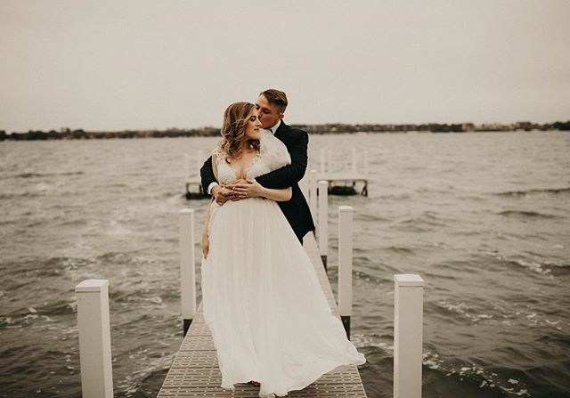 I'll take a moody Okoboji wedding day any day 🖤