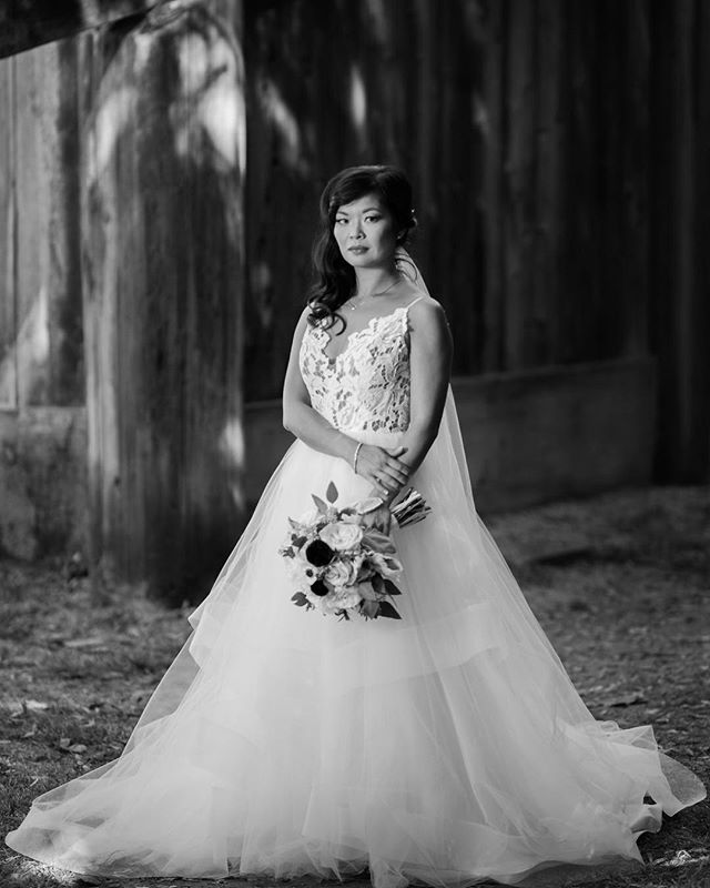 Her dress though😍😍?! Stunning B&W portrait by @clint_bargen_photo