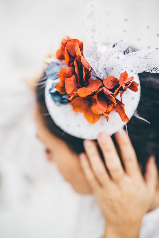 detalle tocado novia otoñal