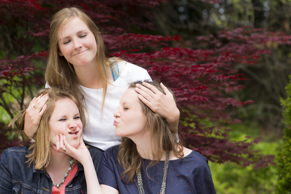 08 3 sisters family portrait outdoor session being super silly maple tree.jpg