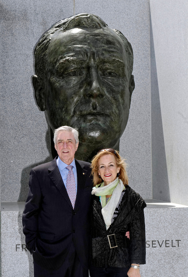 Australian Consul-General Phil Scanlan AM and Mrs. Julie Singer Scanlan at President Roosevelt's bust.