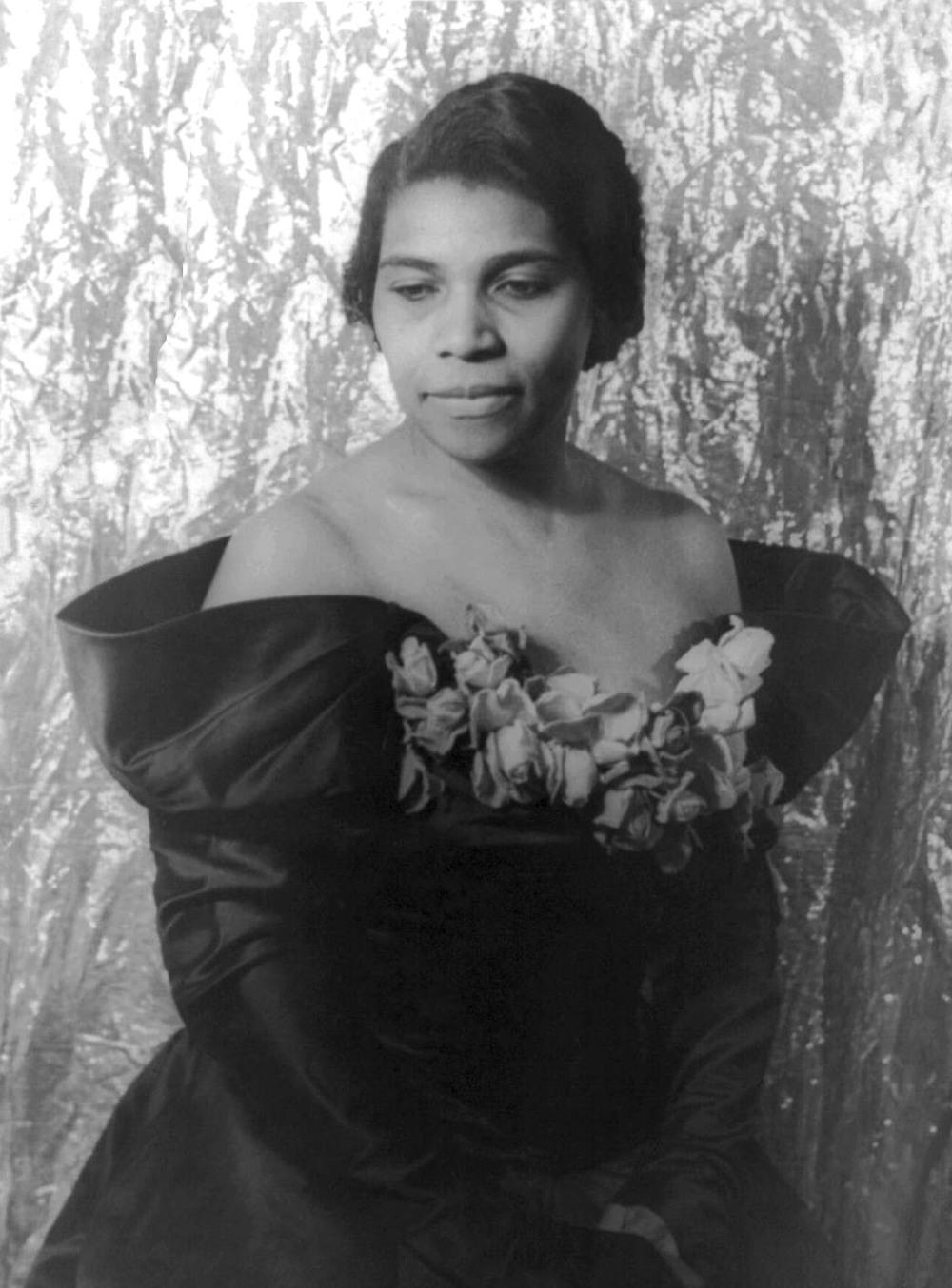 Contralto Marian Anderson. LOC