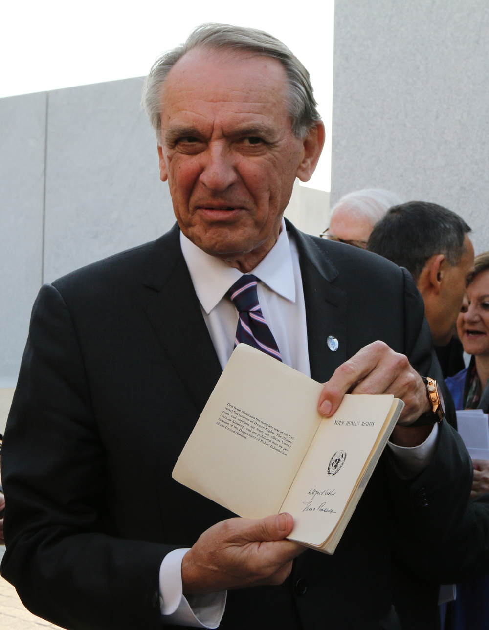 Jan Eliasson shows a booklet signed by Eleanor Roosevelt containing the Declaration of Human Rights