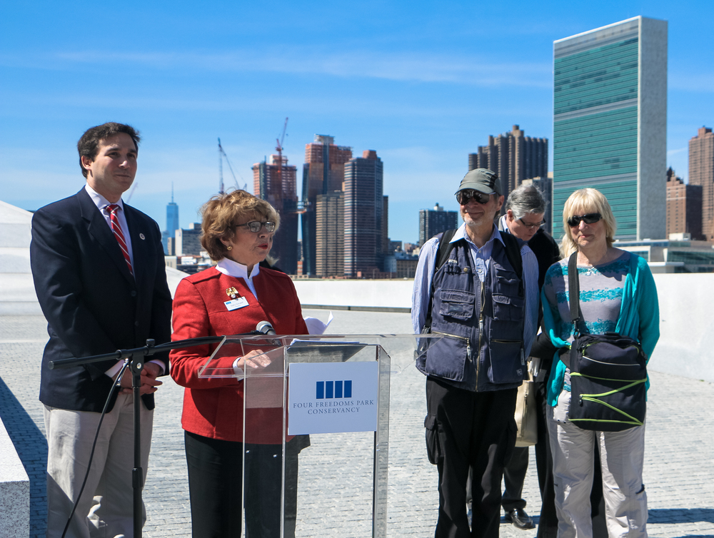 President & CEO of Four Freedoms Park Conservancy congratulates the 500,000th visitors