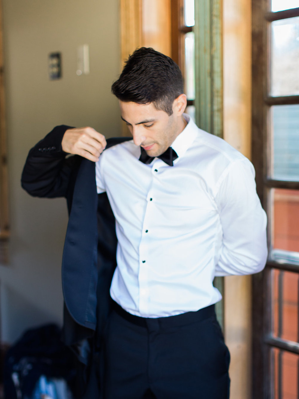 Groom_Preparation-39.jpg