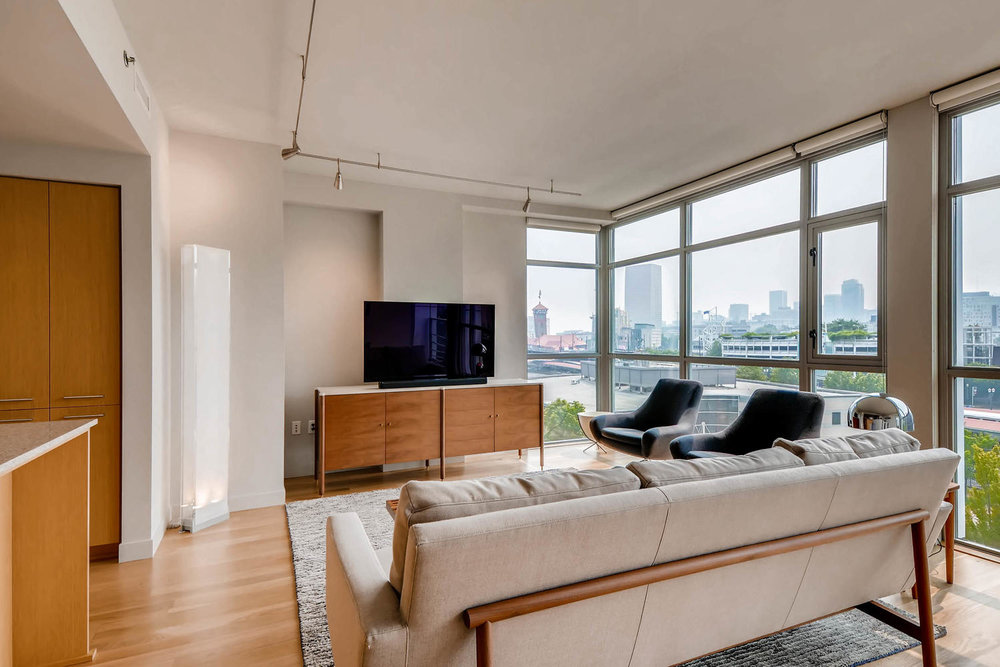 1260 NW Naito Parkway 609B-large-005-1-Living Room-1500x1000-72dpi.jpg