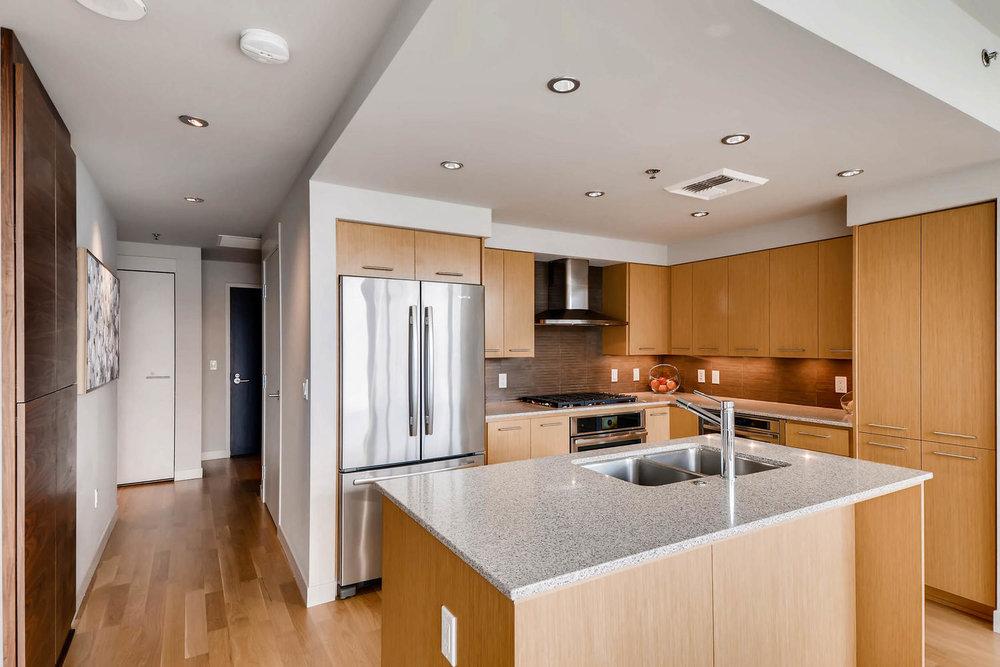 1260 NW Naito Parkway 609B-large-006-2-Kitchen-1500x1000-72dpi.jpg