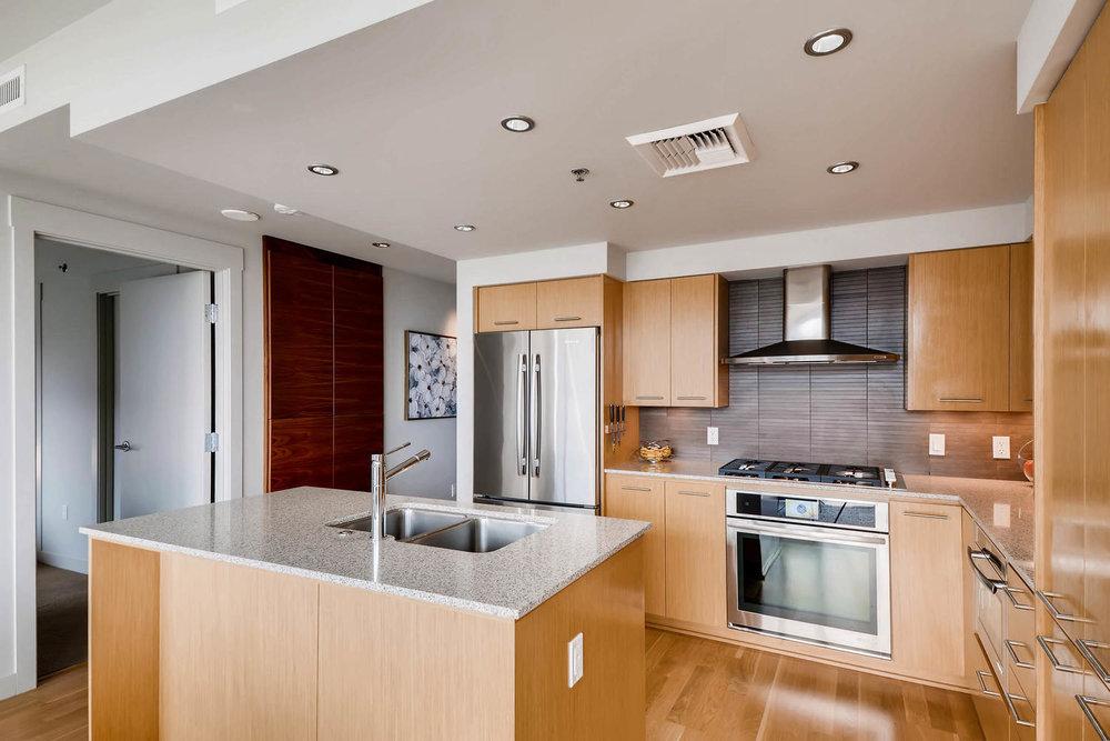 1260 NW Naito Parkway 609B-large-007-9-Kitchen-1500x1000-72dpi.jpg