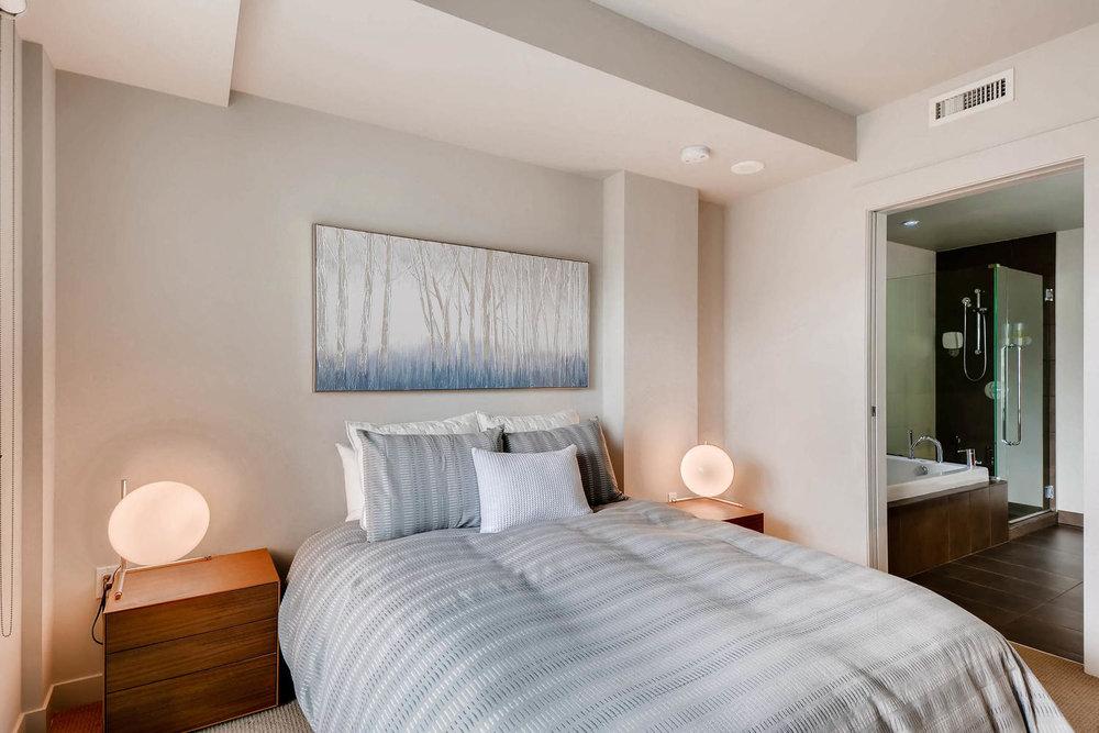 1260 NW Naito Parkway 609B-large-016-23-Master Bedroom-1500x1000-72dpi.jpg