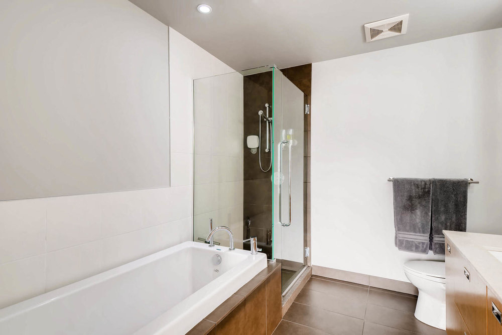 1260 NW Naito Parkway 609B-large-018-25-Master Bathroom-1500x1000-72dpi.jpg