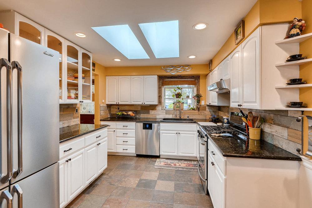 2310 NE 143rd Ave Portland OR-large-008-27-Kitchen-1499x1000-72dpi.jpg