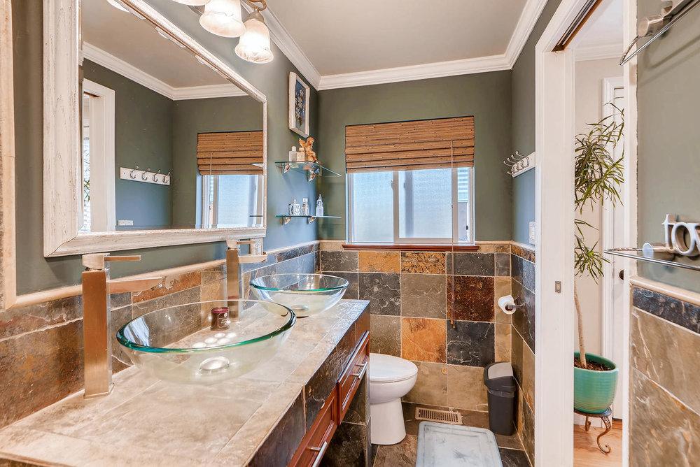 2310 NE 143rd Ave Portland OR-large-014-19-Master Bathroom-1499x1000-72dpi.jpg