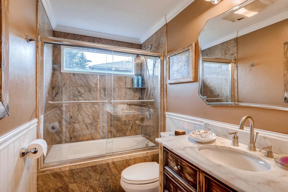 2310 NE 143rd Ave Portland OR-large-019-22-Bathroom-1499x1000-72dpi.jpg