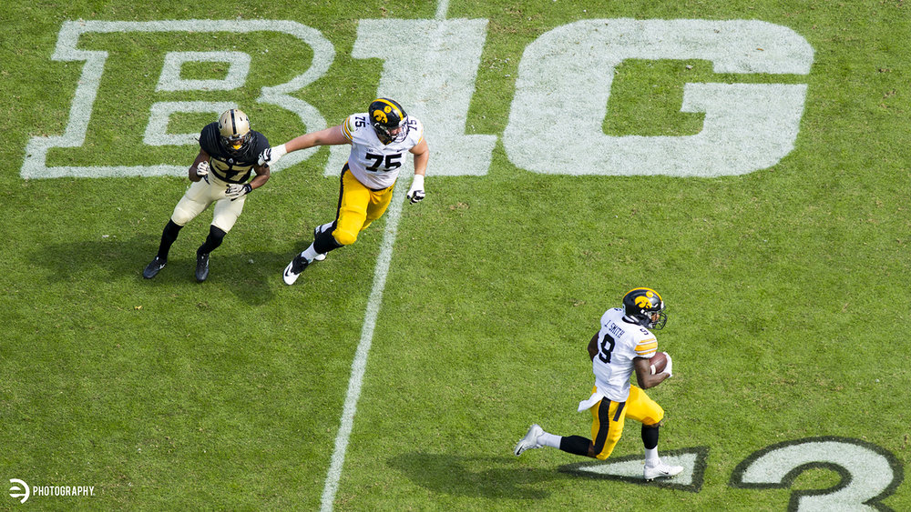 Jerminic Smith caught a quick pass from Beathard and took it downfield.