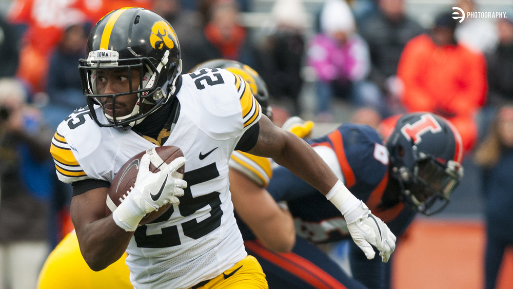 Junior running back Akrum Wadley takes off downfield.