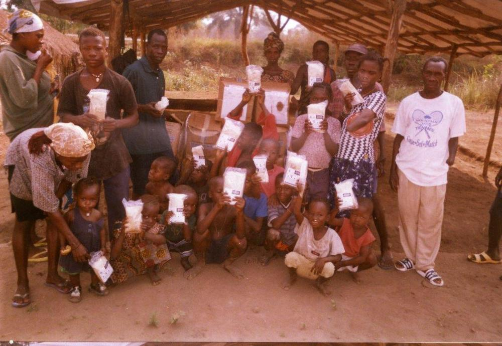 kids with fmsc packets.jpg