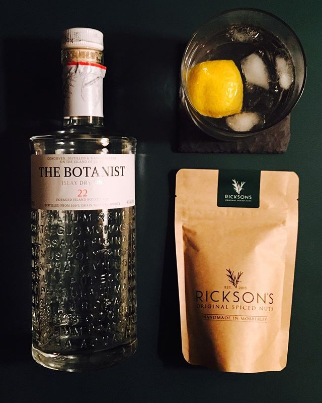 G & T & R #gin #tonic #gandt #botanistgin #fevertreetonic #ricksonsnuts #cocktailhour #cocktail #lemon #green 🍋