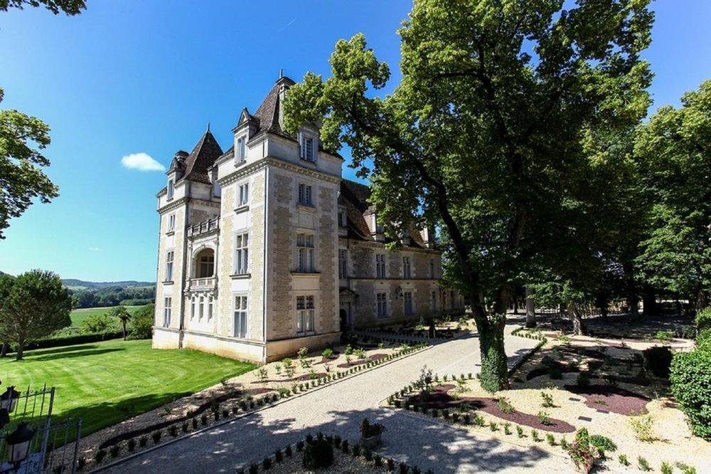 Chateau Monrecour.jpg