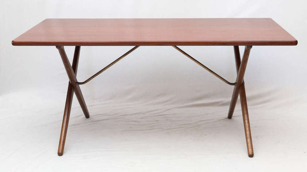 hans wegner at 303 crossleg table