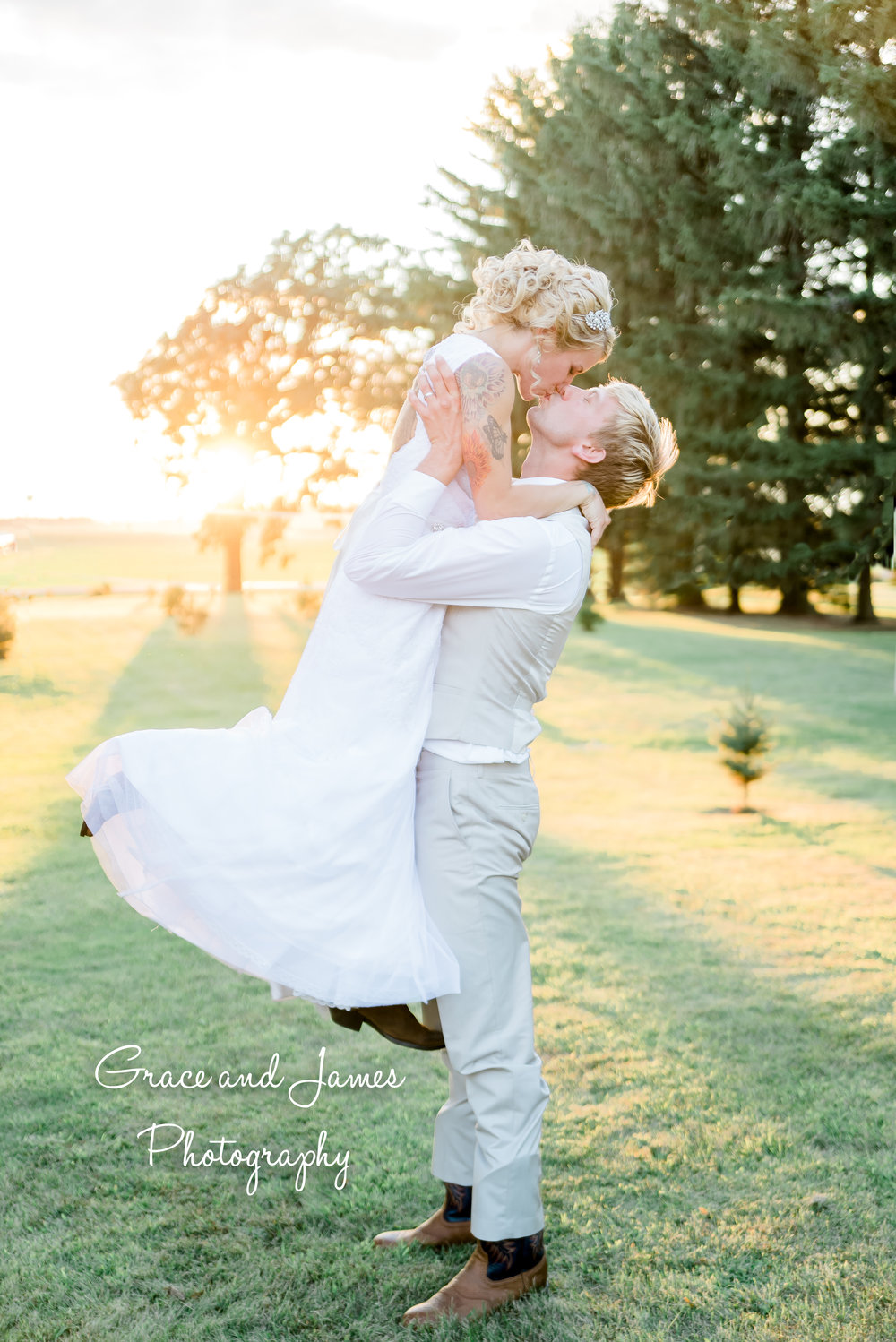 That sun, though! This seriously was one of my favorite images from their wedding day!