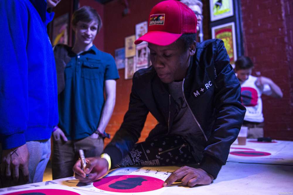 Skizzy Mars signing a poster for fan, 2015