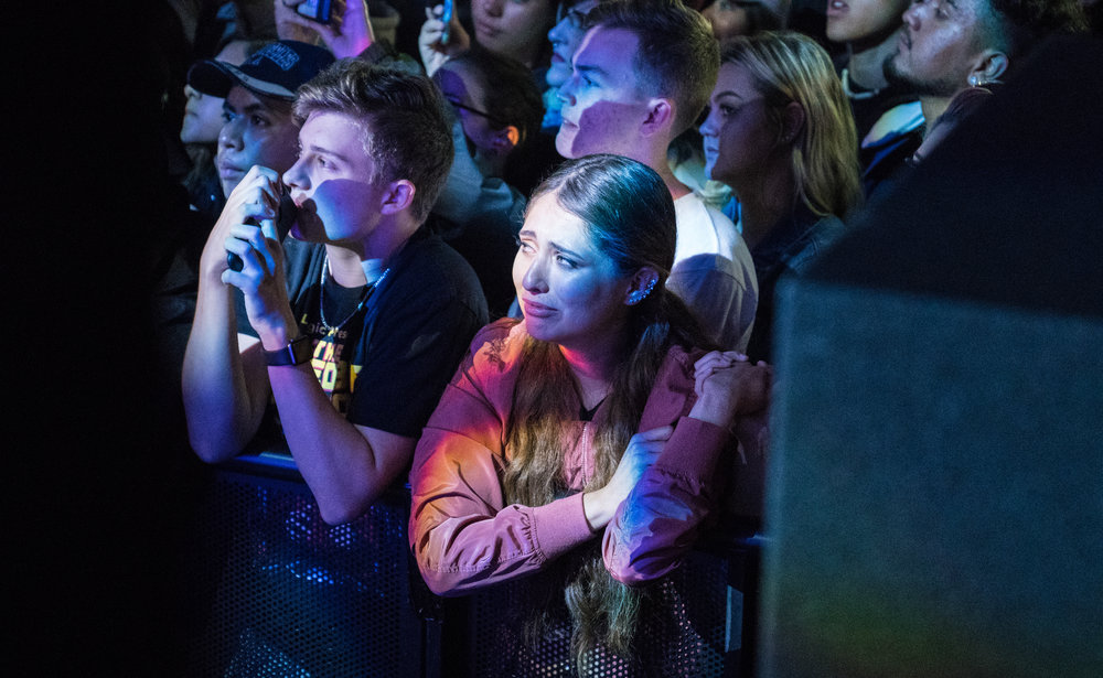 A fan reacts to Logic performing 1-800 in Chicago