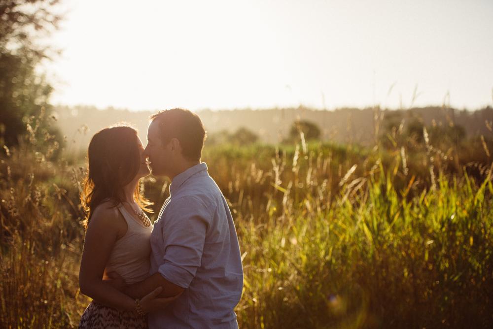 sunset-stylish-seattle-olympia-pnw-outdoor-engagement-wedding-photographer