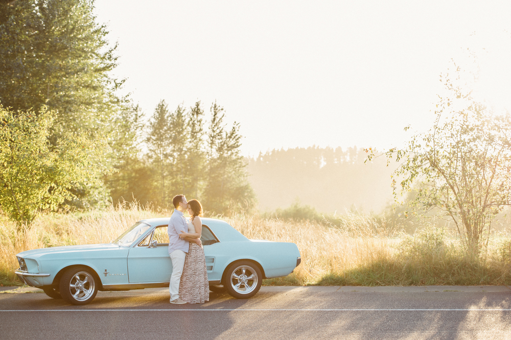 mustang-classic-car-olympia-seattle-wedding-photographer-stylish-engagement-idea