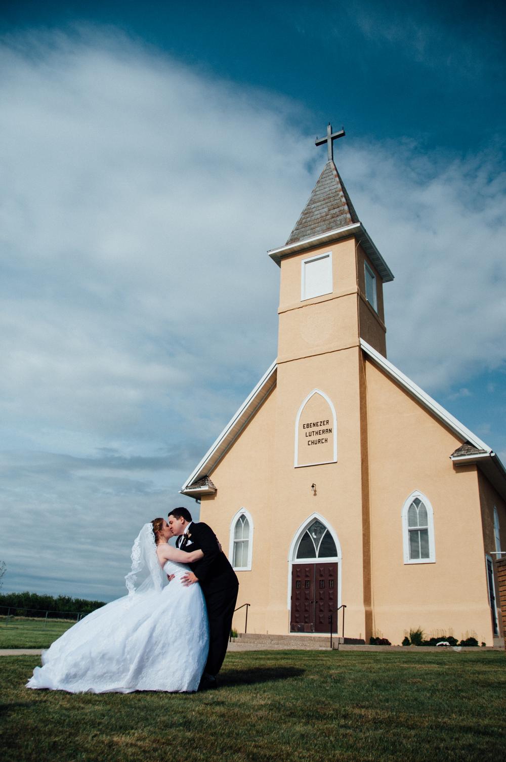 montana-wedding-couple-photographer