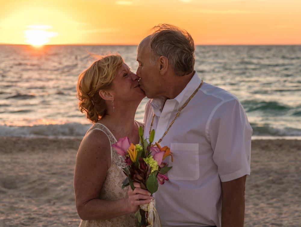 beach-wedding-1935136_1920.jpg