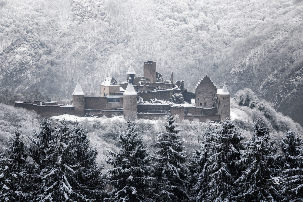 Bourscheid castle winter.jpg
