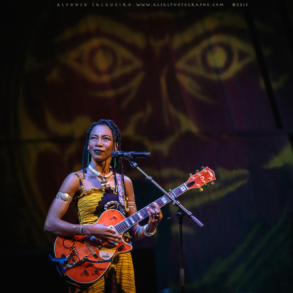 Fatoumata Diawara during her 2013 concert at Philharmonie Luxembourg
