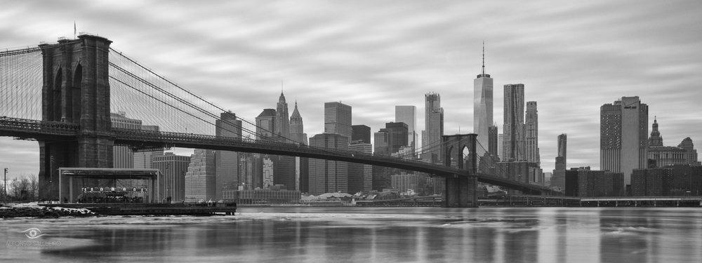 Brooklyn bridge pano b&w.jpg