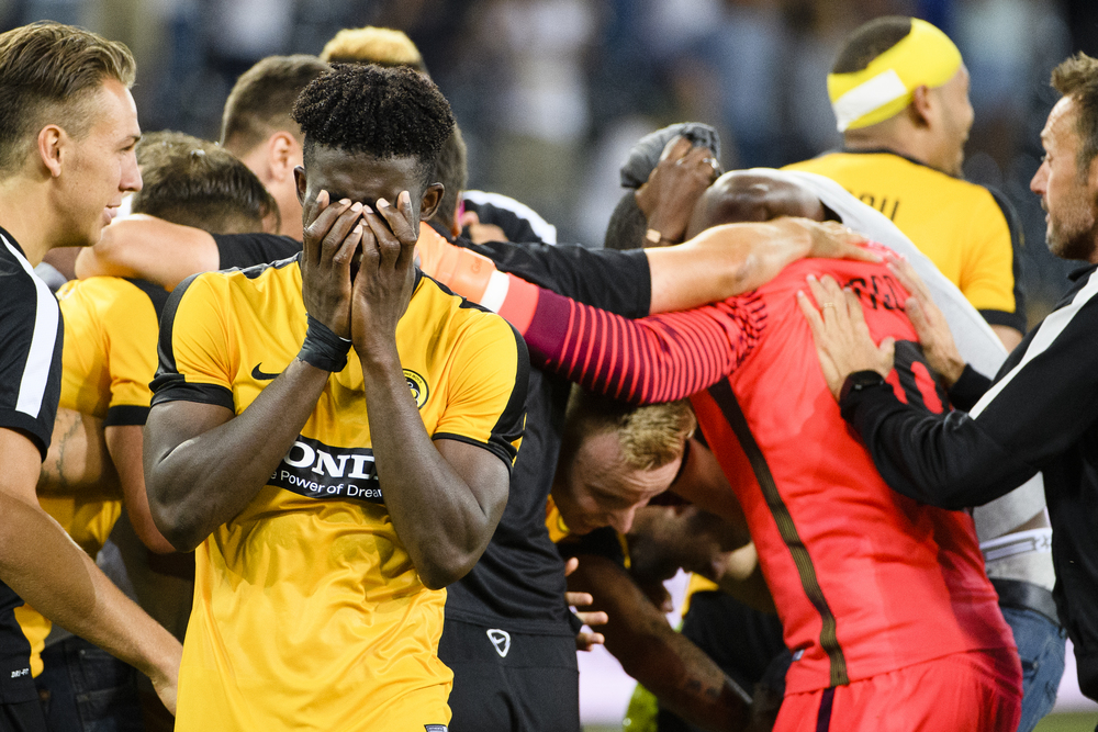 Young Boys' Sekou Sanogo and his team BSC Young Boys celebrate after a UEFA Champions League third qualifying round second leg match between Switzerland�s BSC Young Boys and Ukraine�s FC Shakhtar Donetsk at the Stade de Suisse stadium in Bern, Switzerland, on Wednesday, August 3, 2016. (KEYSTONE/Manuel Lopez)