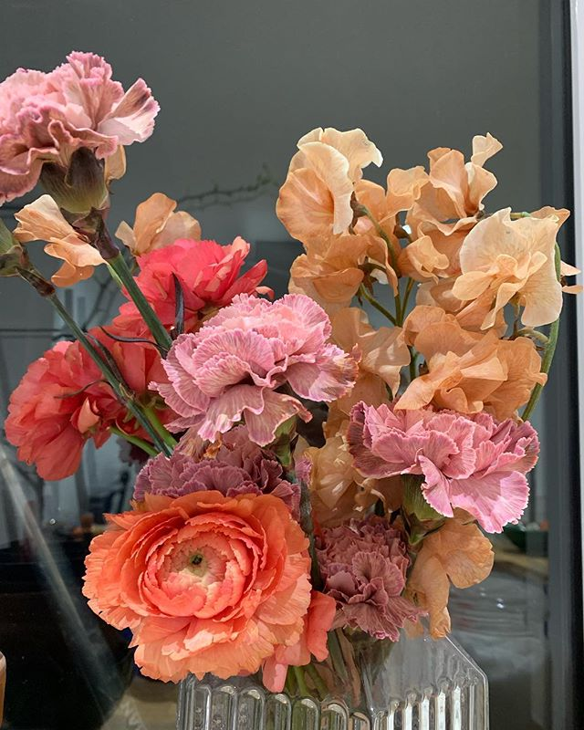Flowers at home....on my kitchen windowsill to be precise! Aren't those colours gorgeous? Coral, pink and a sort of dirty peach . . . #flowersathome #sweetpea #ranunculus #carnations #backinfashion #lovelovelove #londonflorist #london #lessismore #kitchenvibes #happyday #coral #pink #peach