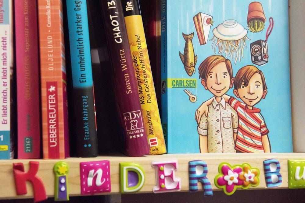 kindbuchwand.jpg