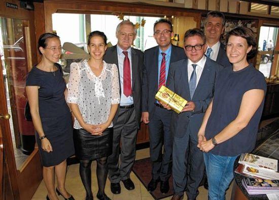 Guido Wolf (3.v.r.) mit Mannemer Dreck und Rebekka Schmitt-Illert, Simone Herrdegen, Egon Jüttner, Georg Wacker, Carsten Südmersen und Martina Herrdegen (v.l.).