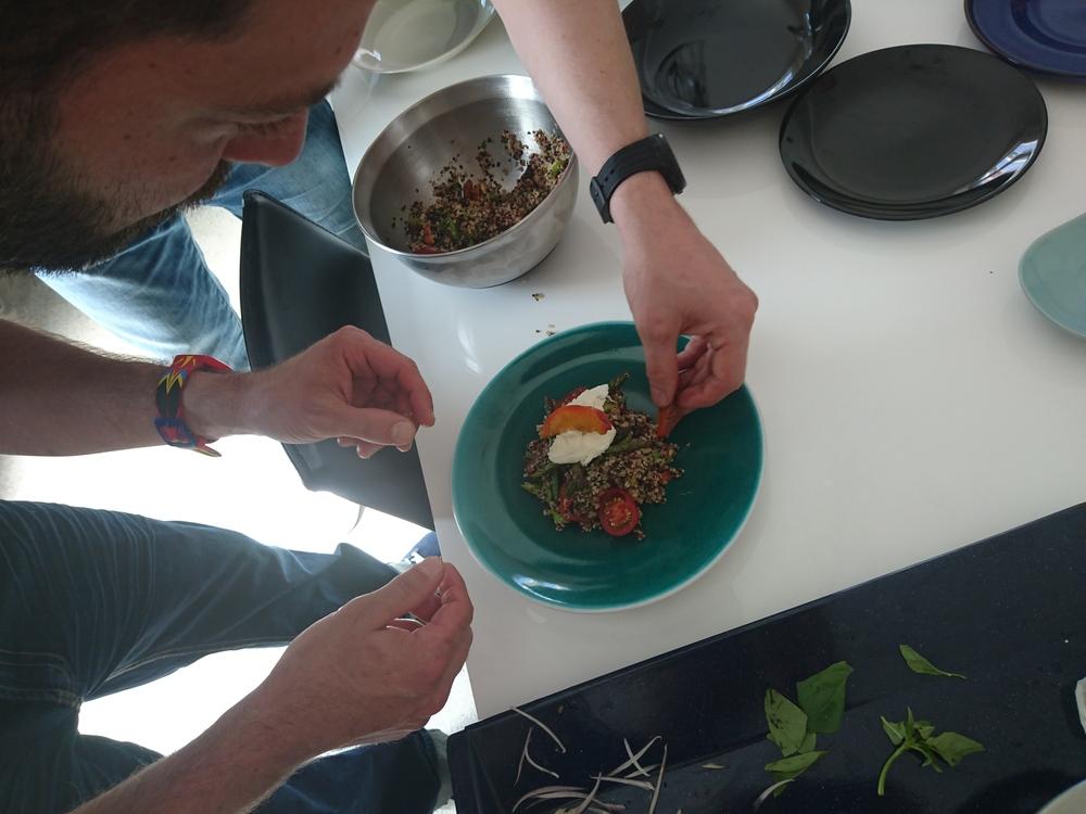 Lunchclub Gericht bei der Vorbereitung