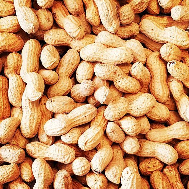 Erdnüsse liefern gesunde Fette, viele Mineralien und eine erstaunliche Menge Protein.
