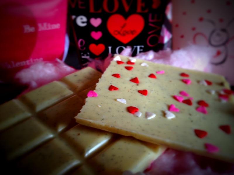 Weiße Vanilleschokolade mit Herzchen