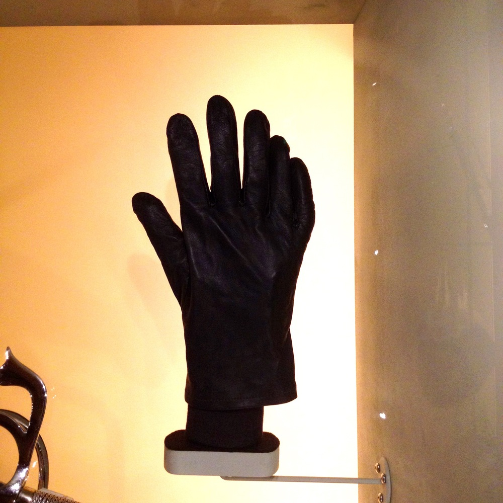 Six finger glove