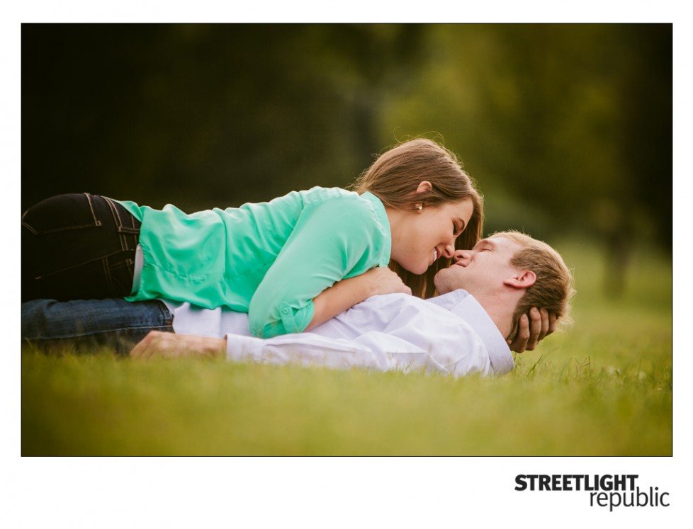 Centennial Park Engagement Photos, streetlight republic