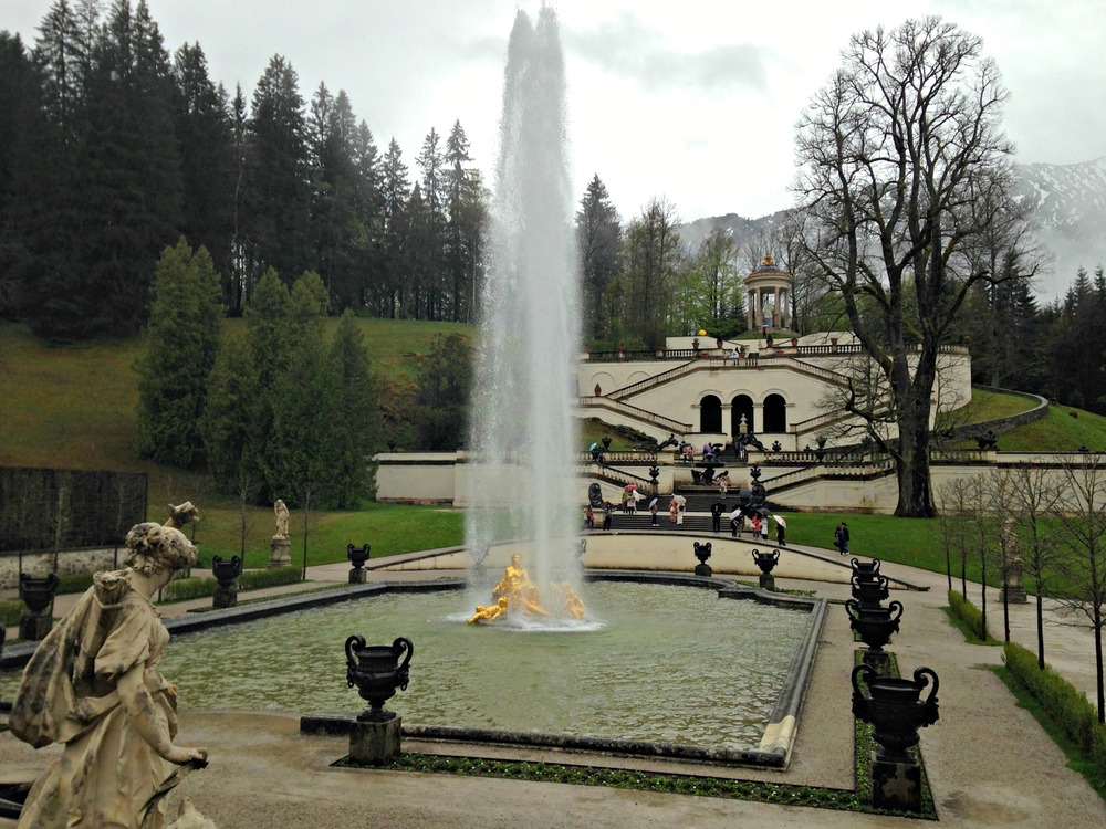 Neuptune Fountain and music pavilion at Linderhof