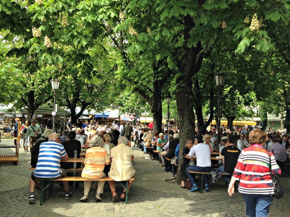 Biergarten (beer garden)Viktualienmarkt