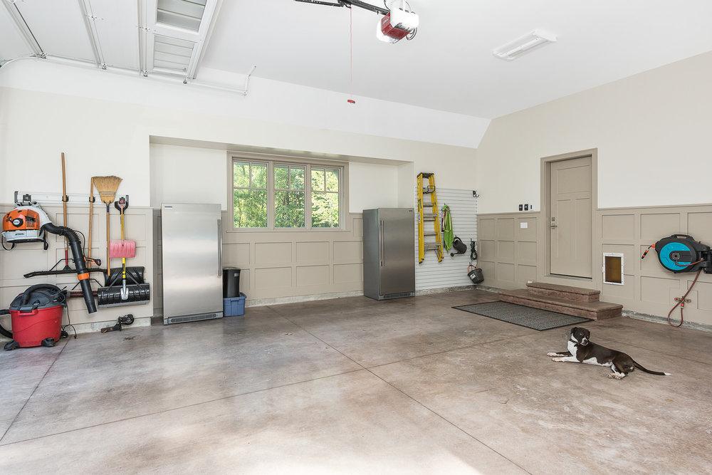 garage floor.jpg