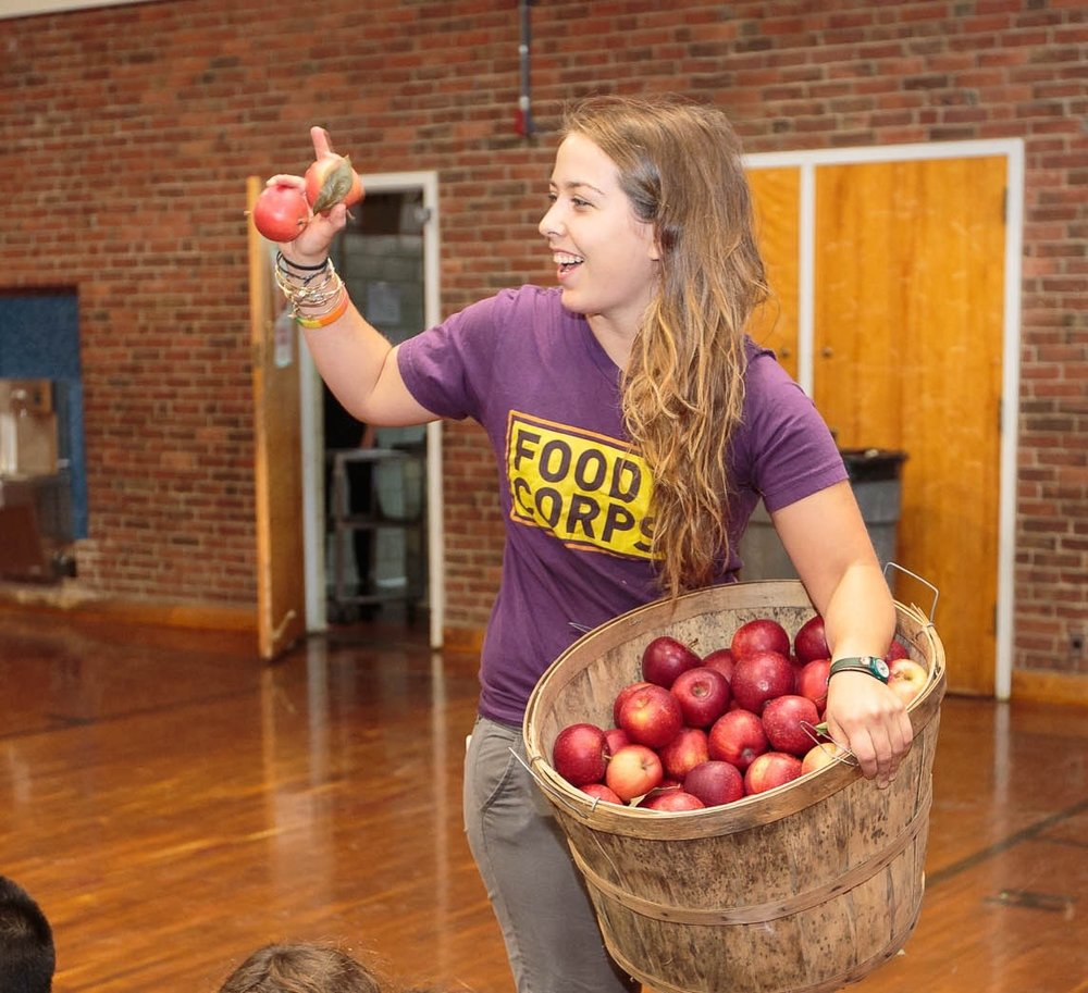 FDAC 2015 FoodCorps Meg Stratton Serving Apples.jpg