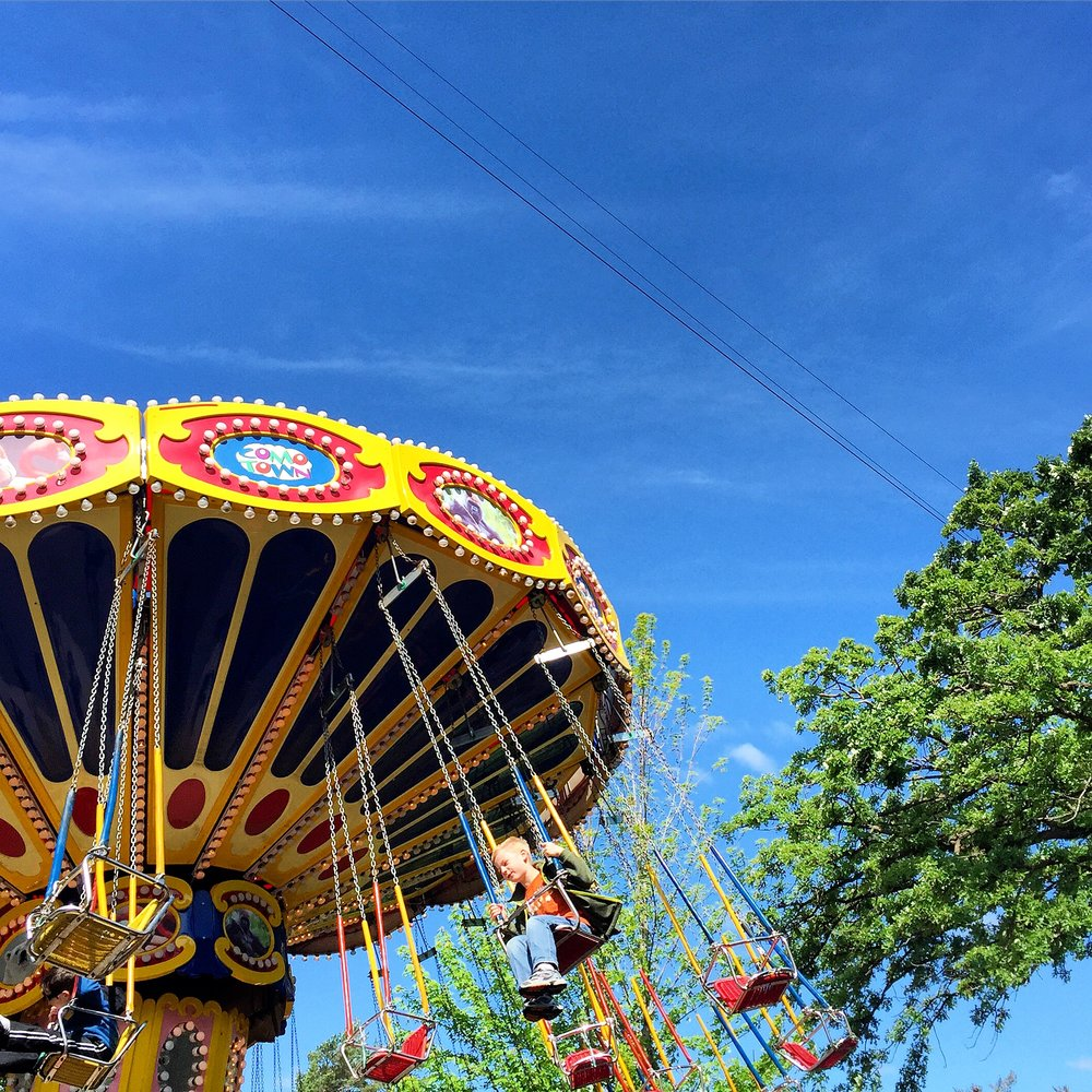 Welcome to Como Town, the amusement park for kids ages 2 to 12 and their family. Como Town has more than 18 rides and attractions including the NEW Soaring Eagle Zip Ride, Splash Zone and Tilt-A-Whirl. Como Town also features Traffic Jam! Bumper Cars, Frog Hopper, Tornado and Como Town Swing. Great fun for the entire family and located next to Como Park Zoo and Conservatory in St. Paul, Minnesota.