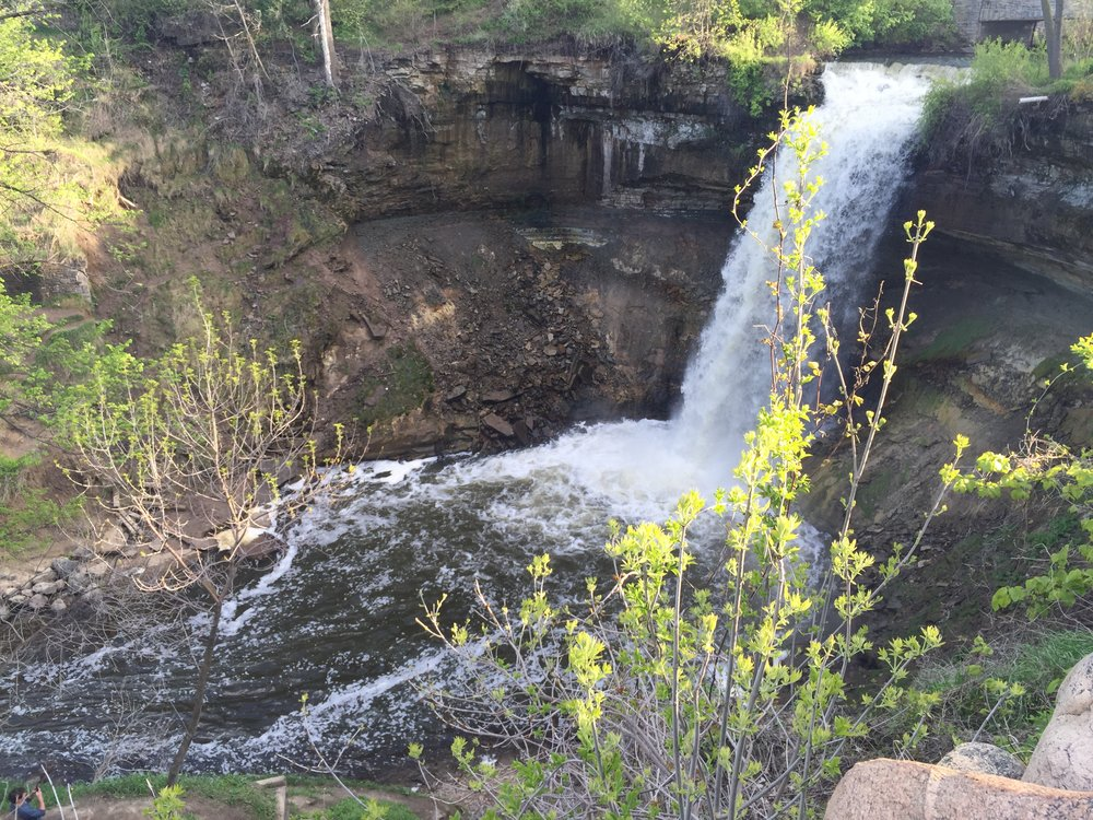 One of Minneapolis' oldest and most popular parks features a majestic 53-foot waterfall, limestone bluffs, and river overlooks, attracting more than 850,000 visitors annually.